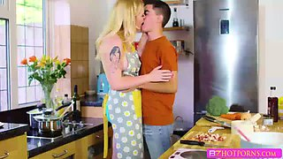 Sexy blonde babe Carley gets her pussy banged by Jordi