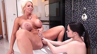 Maid Jenna Ross Gets Dirty With Alura Jensen