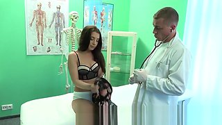 Doctor bangs brunette in nylon socks
