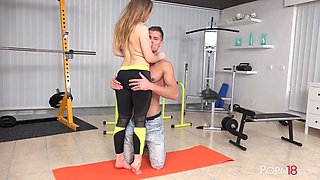 Sex-appeal sport teen Olivia Grace does exercises and gets her pussy fucked at the gym