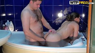 Russian brunette slut Ann gets kinky with her boyfriend in bathtub