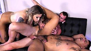 Babe sucks bisexual cock in kinky bareback trio