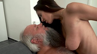 Grandpa gets fuck a beautiful young chick with big tits