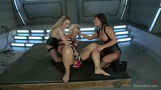 Blonde Bombshell Extreme Squirting and Electrosex LIVE!