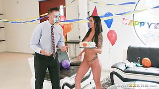 Birthday fuck with alluring brunette goddess Melissa Lynn