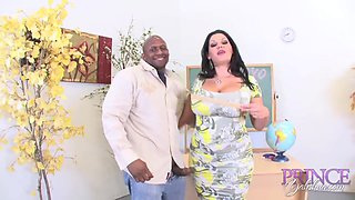 This mature Latina woman wants to be penetrated