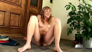 FURRY BLONDE PEE