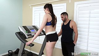 Sport babe Kyra Rose gets intimate with horny fitness instructor