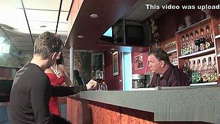 Une danseuse enculée par le boss pendant son audition