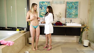Reena Sky wants to make Akarra Summers' pussy wet
