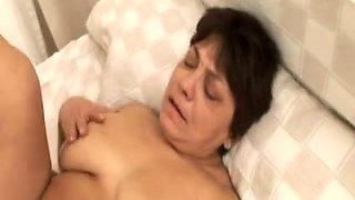 Brazilian granny getting a creampie surprise
