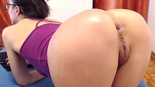Big ass fetish ho toys her aching big ass hard