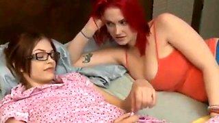 lesbia - Shy friend seduce Siri