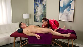 Beautiful masseuse Anna De Ville gets her slit fucked on the massage table