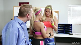 capri cavanni and scarlet red suck that dick in the fitness gym