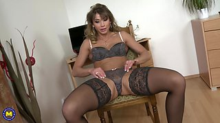 Solo play with Rita Rush in sexy lingerie playing with her pussy
