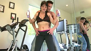 Handsome dude seduces the girl in a gym