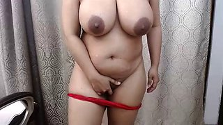 Indian bhabhi showing armpits