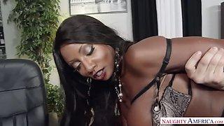 black boss babe diamond jackson testes out a new subordinate