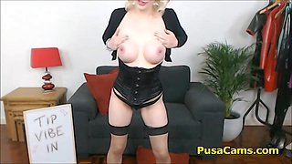 The real Harley Quinn of pusa cams and she is horny as hell