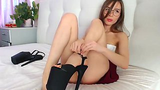 Reebeca stunning body licking her own feet
