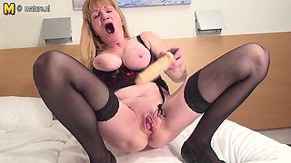 Squirting Housewife Really Makes It Wet - MatureNL