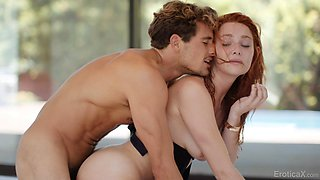 Full natural ginger girl with freckles Lacy Lennon gives a blowjob under the water