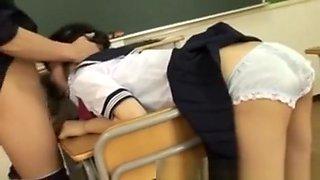 Japanese Schoolgirl Gets Gapeshot