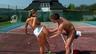 Horny couple has fun on the tennis court. Hot video