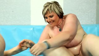 Thick wrestling amateur pounded by hard dick