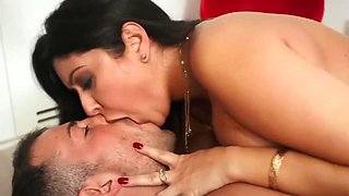 Brunette With Big Milkings Did Not Deny The Guys In Double Penetration