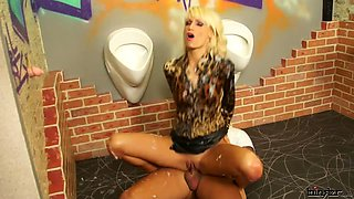 POUNDED IN CUM SHOWERS / ERICA FONTES
