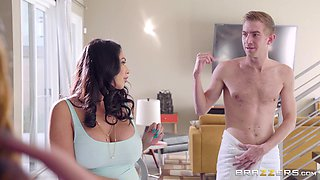 Ariella Ferrera and Missy Martinez are interested in a threesome session