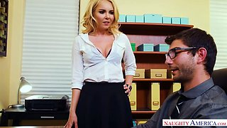 Bodacious boss Aaliyah Love turns her new intern into her oral slave