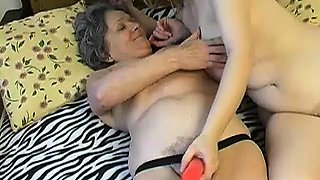 OmaPass Old mature granny with young girl