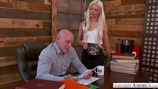 Lustful young secretary Elsa Jean gets acquainted with boss's dick