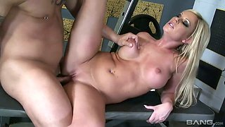 Blond sport chick Ahryan Astyn gives a blowjob and gets fucked at the gym