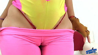 Huge Bubble Butt In Tight Yoga Pants and Deep Cameltoe