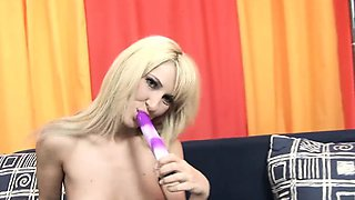 Hottie Jessica Girl mouth to pussy dildo action