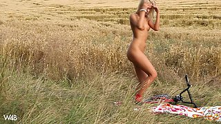Outdoor erotic video with blonde model Tracy Gold masturbating