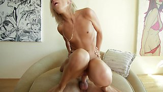 Taking fat cock deep into her vagina sporty cowgirl Kamryn Jayde rides stud