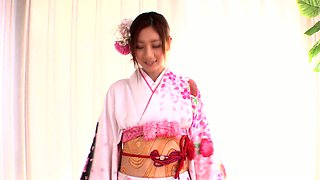 Greedy Japanese nympho Kaori Maeda gets her wet pussy licked in 69