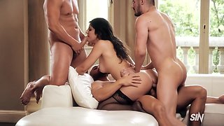 Curvy French Brunette Lz Gets Lesson Doubleamasterclass