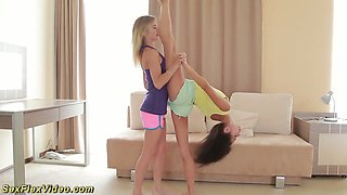 Two flexible babes masturbate their sweet pussies synchronously