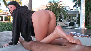 Loni having nice time while performing footjob on her partner