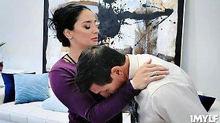 MILF Sheena show Tommy how to seduce women