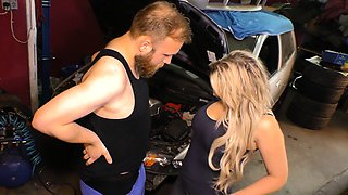 HAUSFRAU FICKEN - German housewife gets fucked in the garage