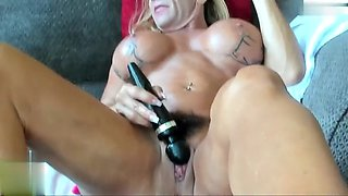 Muscular mature woman masturbates and pump her huge clit 1