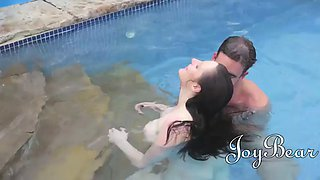 full bodied pale vixen samantha bentley sucks cock under water