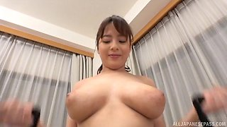 Busty Mishima Natsuko likes to work out while her tits bounce
